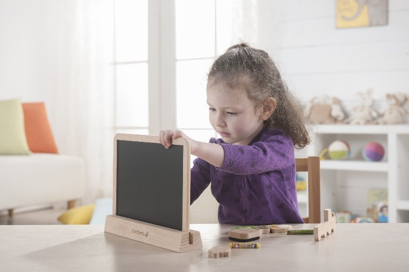 Child using Everearth growing board