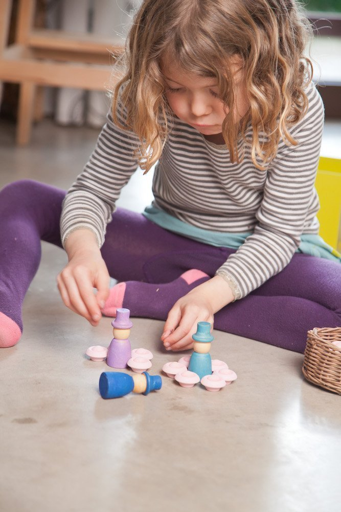 girl playing with Grapat toys
