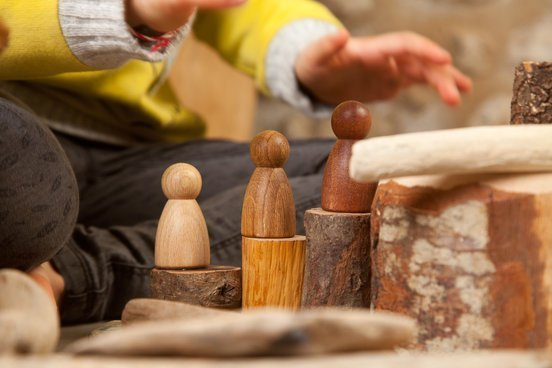 Grapat wooden nin dolls in play